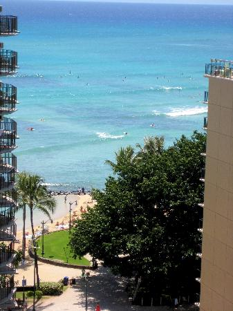 Waikiki Resort: View from room of Waikiki beach.