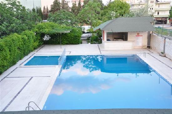 Zeus Hotel: Outdoor swimming pool