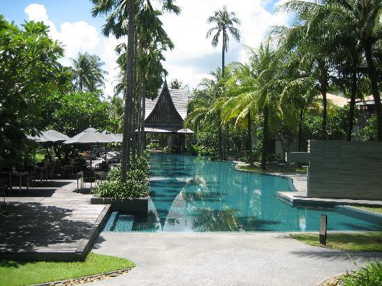Twinpalms Phuket: Grande piscine très propre très agréable pour la natation.