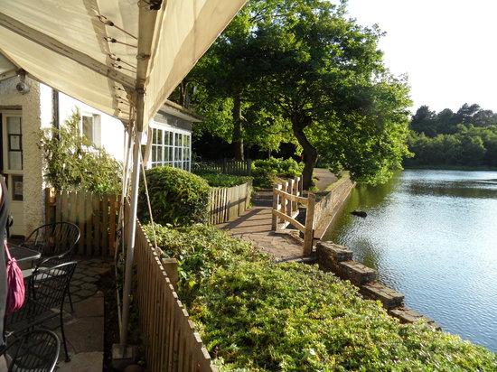 Boathouse Restaurant at Bracebridge: Front of restaurant - alongside the lake
