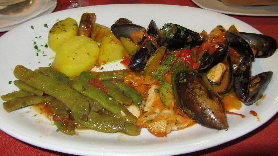 Taverna Nikolas Restaurant: Main 1