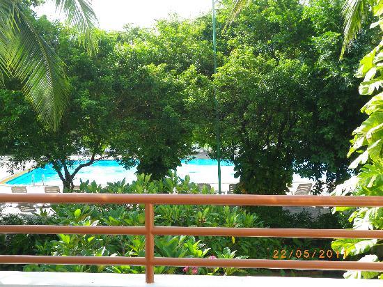 Patong Resort: deluxe room over pool garden area
