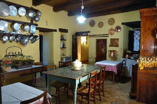Villa Cicchi: la vecchia cucina - Picture of Villa Cicchi, Ascoli ...
