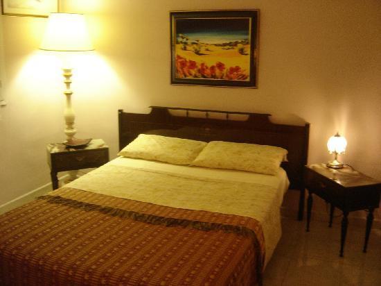bnb marseille provence chez tiziano france voir les tarifs et avis chambres d 39 h tes. Black Bedroom Furniture Sets. Home Design Ideas