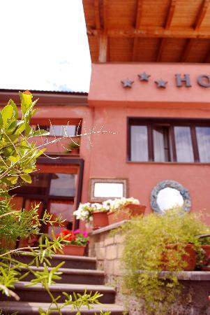Hotel Tuscania Panoramico: giardino