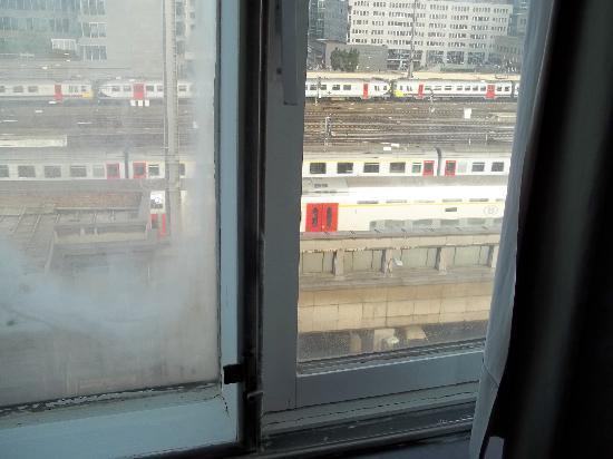 Chao Chow Palace: Location very noisy / dirty windows