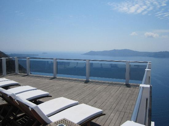 Rocabella Santorini Resort & Spa: Patio in front of pool. Great place to chill
