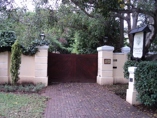 Hacklewood Hill Country House: the entrance