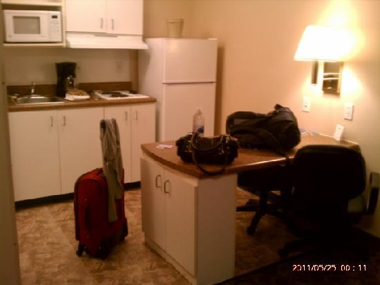 Suburban Extended Stay Pensacola-NAS: Kitchenette and desk