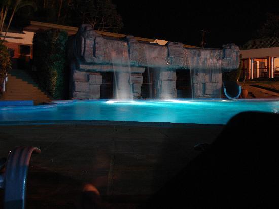 Exe Hotel Cataratas: pileta nocturna