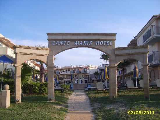 Zante Maris Hotel: Entrance to the hotel from the beach