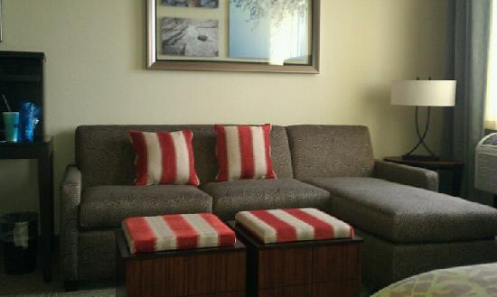Staybridge Suites Stone Oak: Couch with chaise lounge