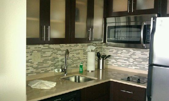 Staybridge Suites Stone Oak: Kitchen with stainless steel appliances