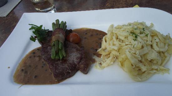 Landgasthof Hirsch: Shared half of steak with spaetzle