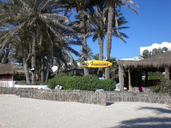 Hotel Golf Beach: Le coin plage sympa