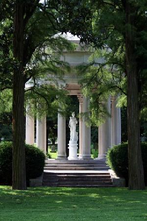 Cave Hill Cemetery: Satterwhite Memorial