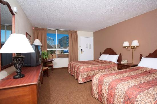 Travelodge Las Vegas Center Strip: Newly remodeled 2 Queens room