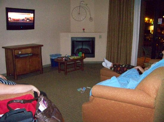 Bell Rock Inn: Living room area with patio
