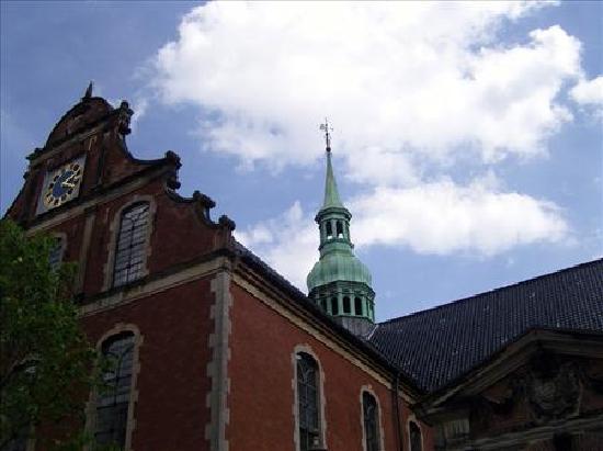 Holmens Kirke : outside