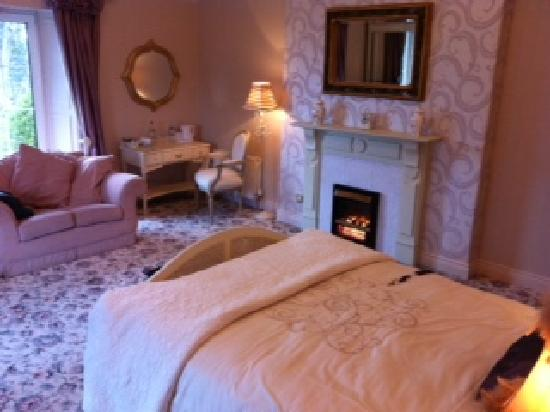 The Red Door Country House: Our cosy bedroom