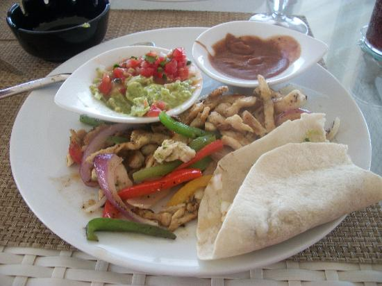 Beloved Playa Mujeres: excellent fish tacos at isla grill