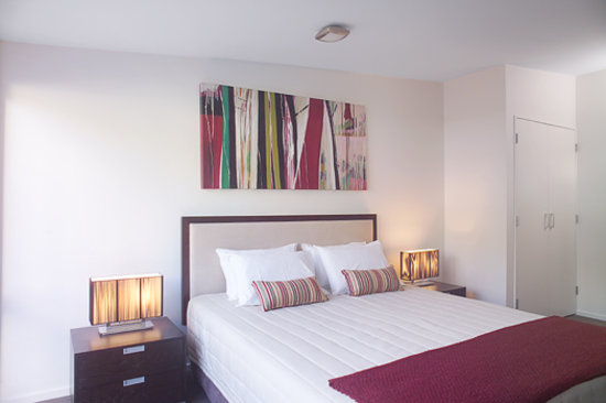 Boulcott Suites : Executive Town House Bedroom