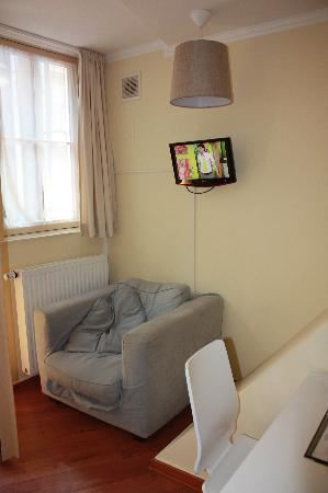Old City Amsterdam Bed & Breakfast: TV