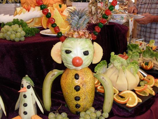 Hotel Riu Arecas: Fruit and veg art