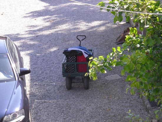 La Ferme du Vert: Originalité pour le transport des valises ...