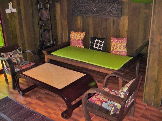 Varinda Garden Resort: Table and Chairs
