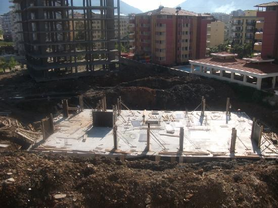 Monart Luna Playa Hotel: View from our window of the building site