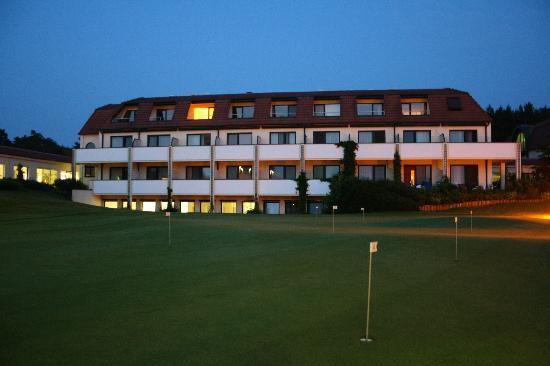 Semlin, Allemagne : Das Hotel aus der Hinteransicht.