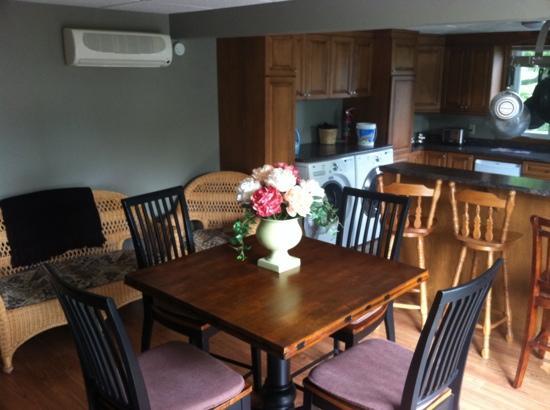 Sheboane Bed and Breakfast: Breakfast Room
