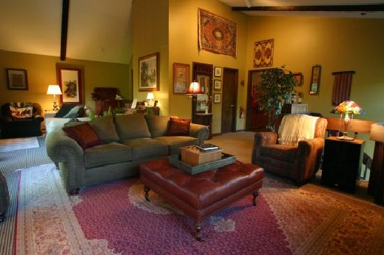 Weathertop Mountain Inn: Elegant Great Room