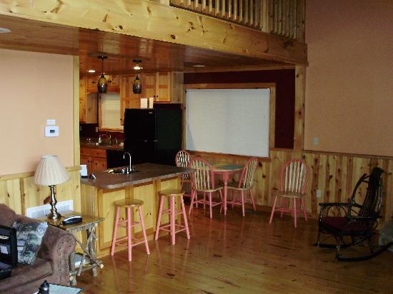 Cobbly Nob Rentals: Dining area