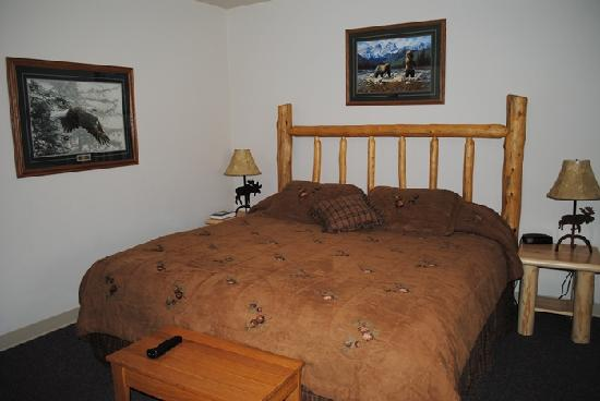Rocky Mountain Lodge: our room