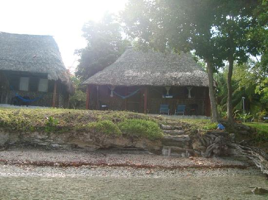Caba a a orillas de la laguna picture of rancho for Villas wayak bacalar