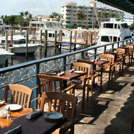 The Riverside Grille : Waterfront dining