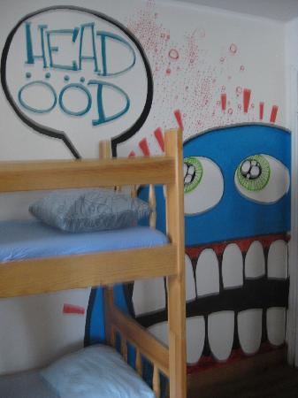 Tallinn Backpackers: Art in the room