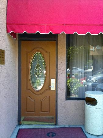 Ramada Chatsworth: entrance to our building
