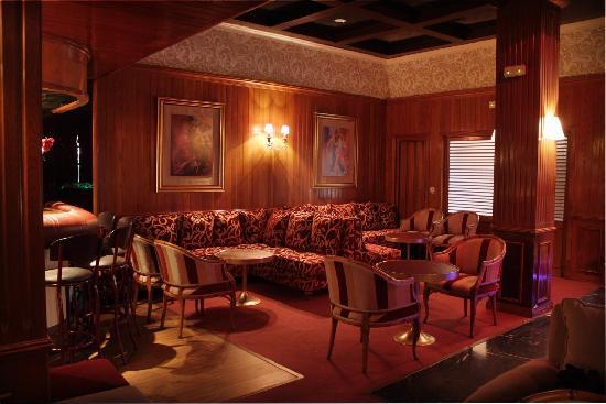 Piano Bar Neptuno: Salon entrada