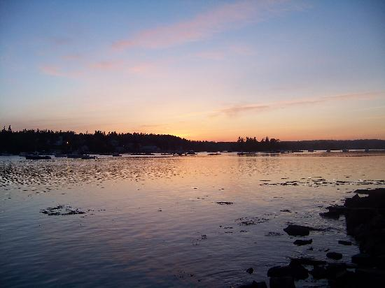 Bass Harbor Inn: Sunset on Bass Harbor (taken from across the street)