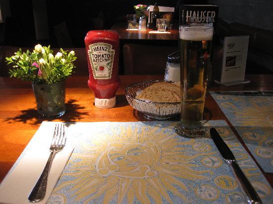 Hauser Restaurant: レストランの中