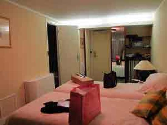 Hotel Pas de Calais: room looking toward entry