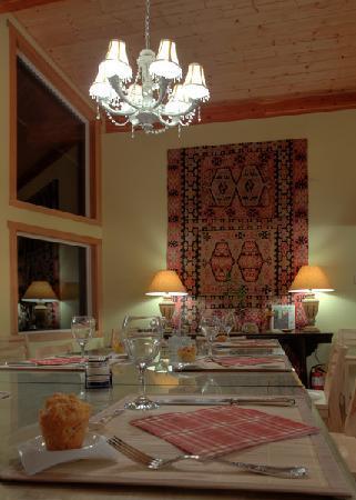 Takhini River Lodge: Dining Room