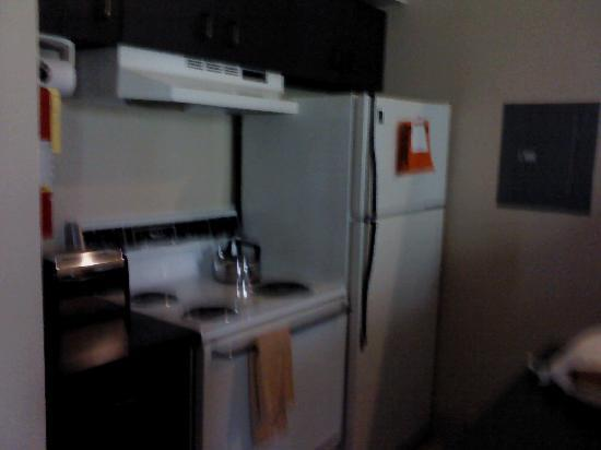 Hawthorn Suites by Wyndham Kent/Sea-Tac Airport: Full kitchen!