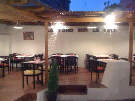 Le Toro Sur Le Toit : patio