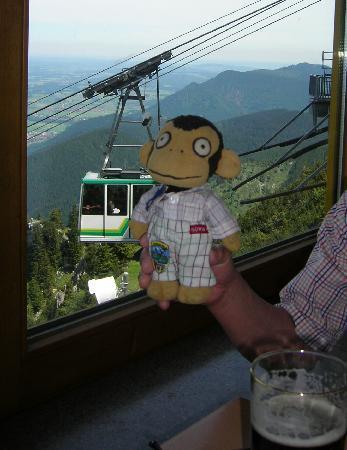 Mount Tegelberg: 展望レストランにて。乗って来たロープーウェイ
