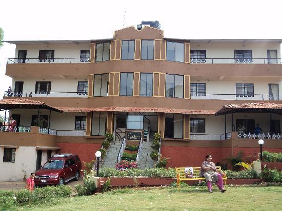 Krishna Continental : The hotel building