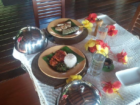 Emaho Sekawa Resort: Lunch!